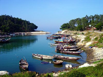 HOI AN - Cham Island - 1 day trip 08.00 am : Pick you up at hotel to Cua Dai harbour 09.00 am : Relax & ẹnjoy the beautiful landscape on the Speed boat to Cham island 09.25 am : Visit Bai Lang, Au Thuyen, Tay Tang pagoda, Traditional fishing village 10.10 am : Transfer to Bai Xep for snorkeling Enjoy fresh fruit and cold water 11.10 am : Go to Bai Chong to relax, swimming, sunbath and enjoy fresh seafood 14.00 pm : Packing luggage and coming back Hoi An 14.25 pm : Back to hotel