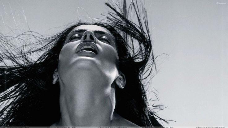 Salma Hayek Black N White Face Upside Closeup.jpg (1920×1080)