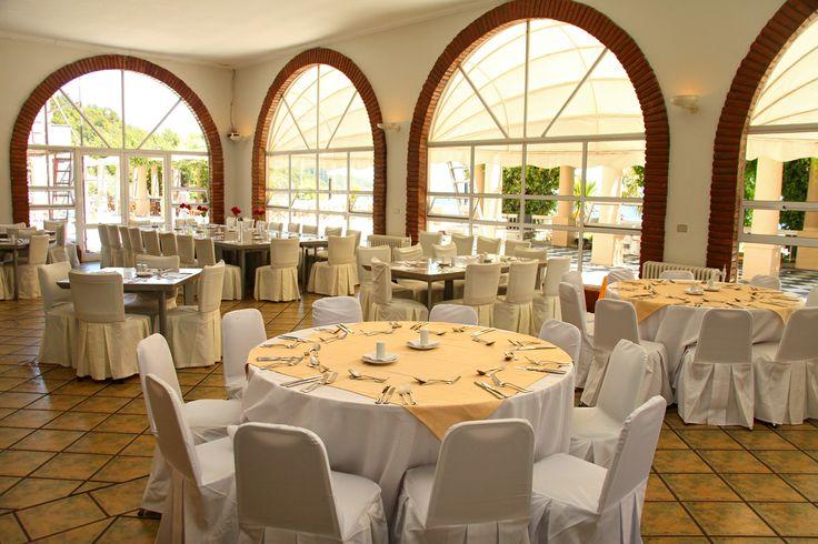 Este es el bonito salón de Caburgua restaurant en el Gran Hotel de Pucón de Enjoy Pucón