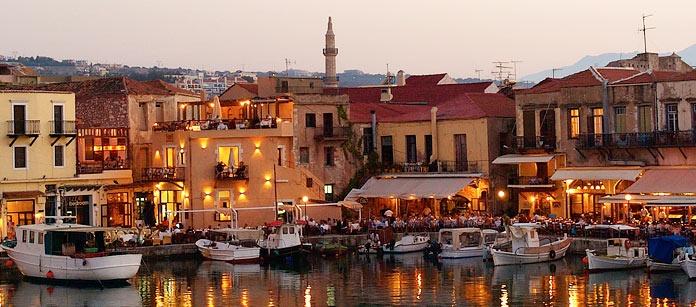 Rethymnon i Grekland är en charmig stad, med vackert läge på en udde på norra kusten.