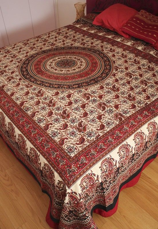 Telo indiano in cotone stampato avorio, rosso, nero e ocra: ideale come tovaglia, copriletto, copridivano, tendaggio o tessuto per abbigliamento - Diwali Store
