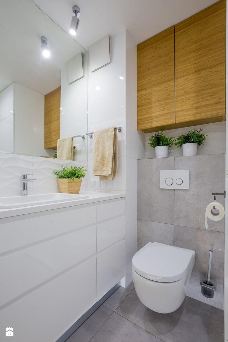 """Z """"drewnem"""" bambusowym - Mała łazienka w bloku bez okna, styl nowoczesny - zdjęcie od Art Studio Pracownia Architektury i Wnetrz"""