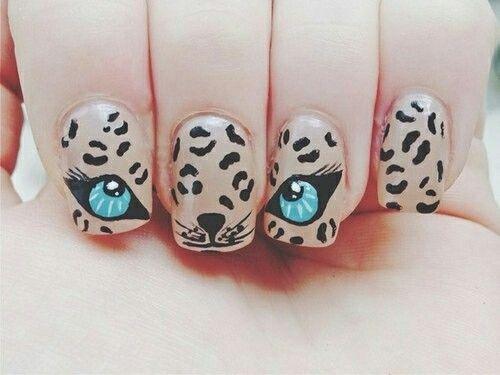 Nail Art panthère aux yeux bleus