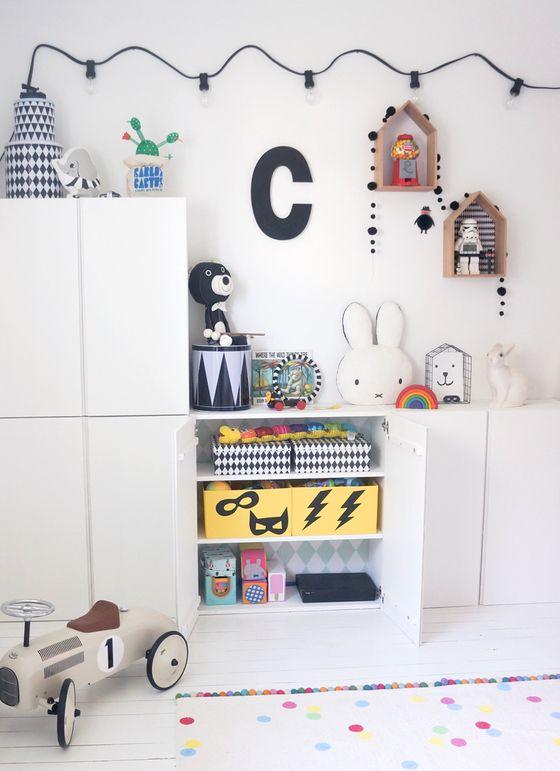 Stauraum mit Kleiderschrank an kurze Wand