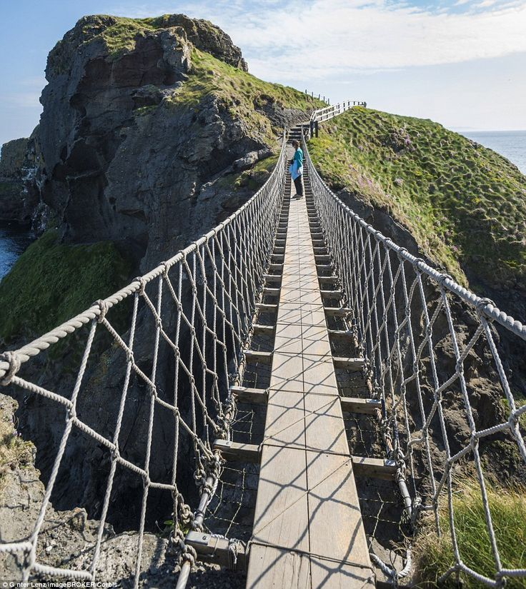 el Carrick-a-Rede Rope Bridge en Irlanda del Norte