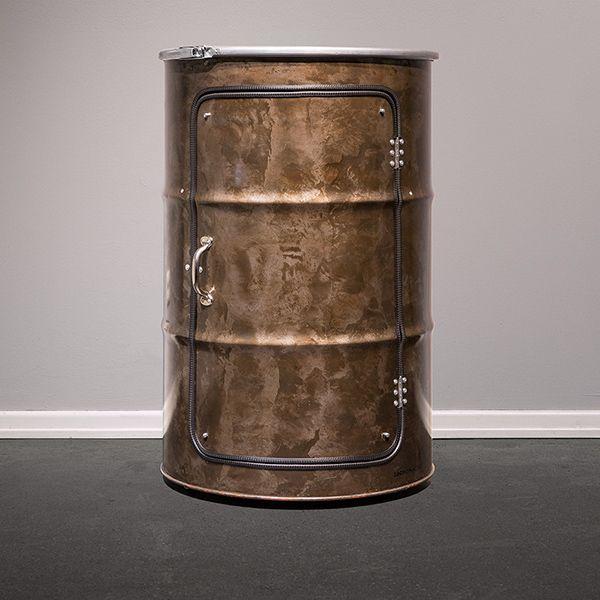 Lockengelöt Ölfass Schrank mit brünierter Oberfläche