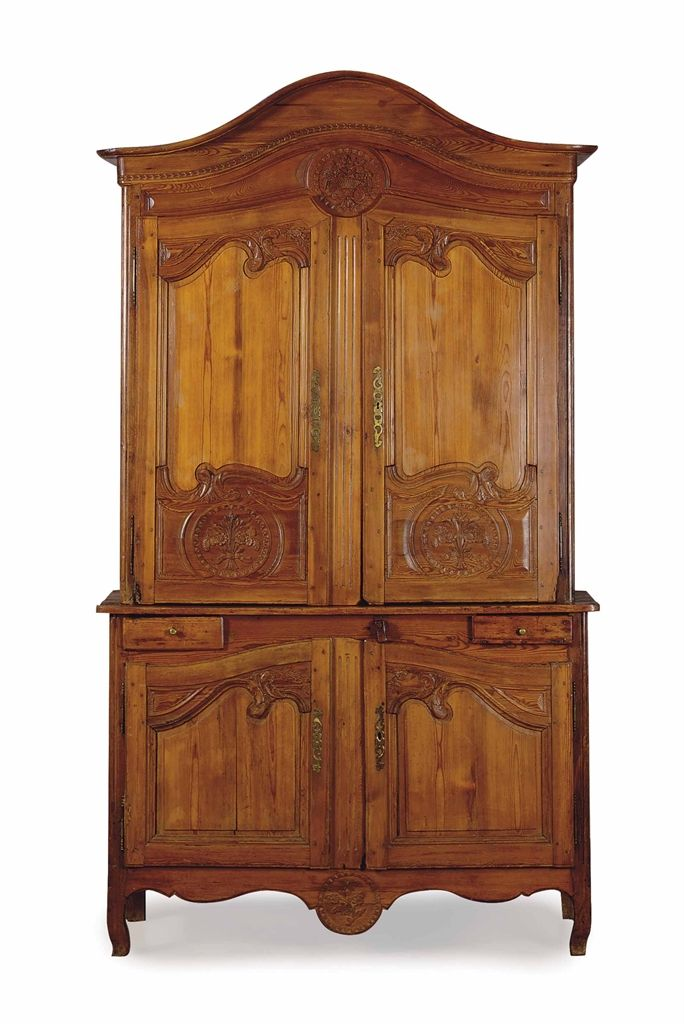 A FRENCH PROVINCIAL PINE BUFFET A DEUX CORPS, 19TH/20TH CENTURY