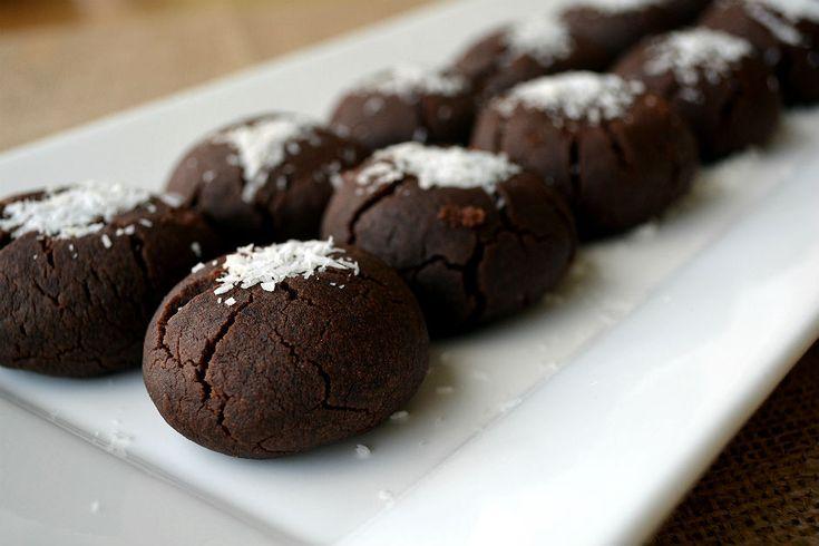 Islak kurabiye tarifini çay saatleri için hazırlayabilir, bu esmer kurabiyeleri yanında kahve eşliğinde tatlı bir atıştırmalık olarak da tüketebilirsiniz.