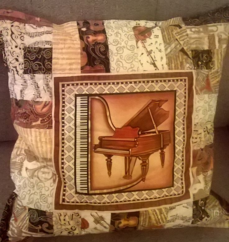 Thought it was about time I made myself a cushion with Perfect Pitch fabrics!  This one I free motion quilted.