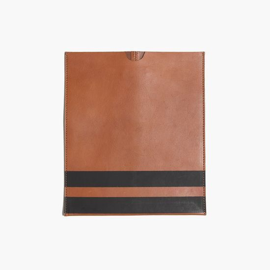 hint, hint – this Madewell leather iPad sleeve in stripe is on my wishlist (+ winning a trip for two to Paris from Madewell). more info here: http://mwell.co/giftwellsweeps #giftwell #sweeps