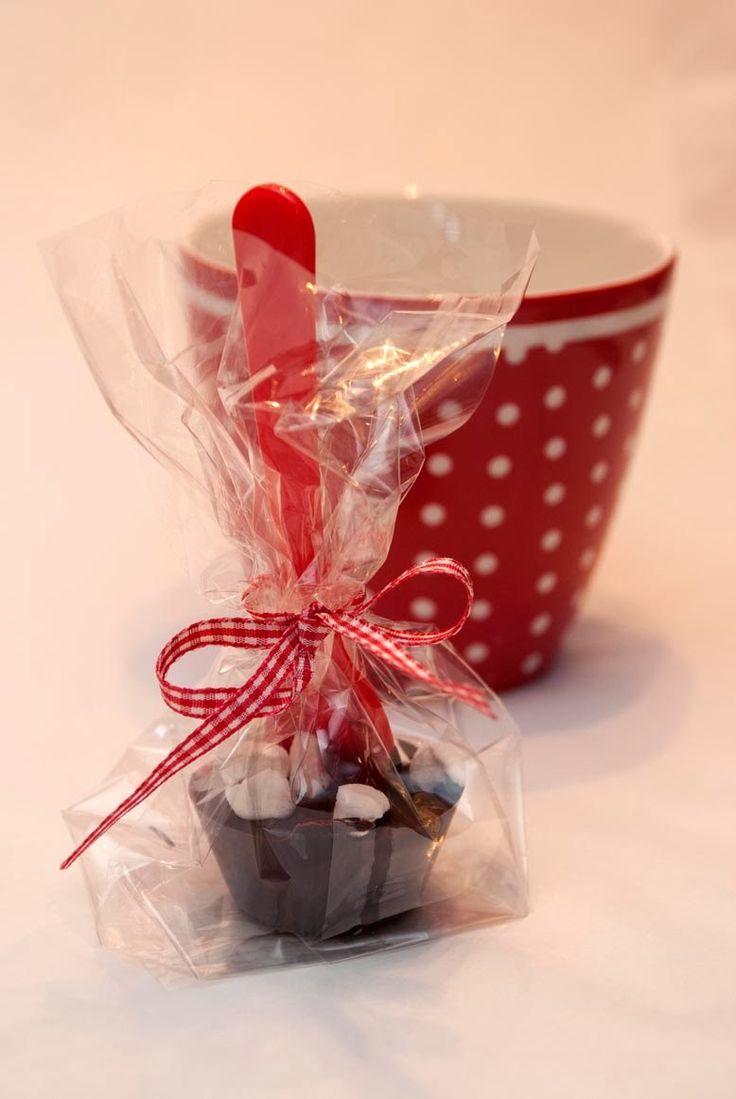 """I serien av """"hjemmelagde julegaver som tar mye kortere tid enn å strikke ei kofte"""": Hvorfor ikke gi bort """"kakao på pinne""""?   Den er ber..."""