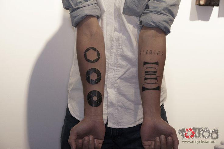 #tattoo #small #recycletattoo #tattoo #recycletattoo #colortattoo #diamondsupply #watercolour #lifecolour #vietnamese #saigontattoo #recycletattoo #tattoo3d #recycle.tattoo #trianel #eye #tattoos #tattoo #rose #compass #recycle.tattoo #amazing #inkedup arm #like4like #artist #tattooist #vietnamese #saigonese
