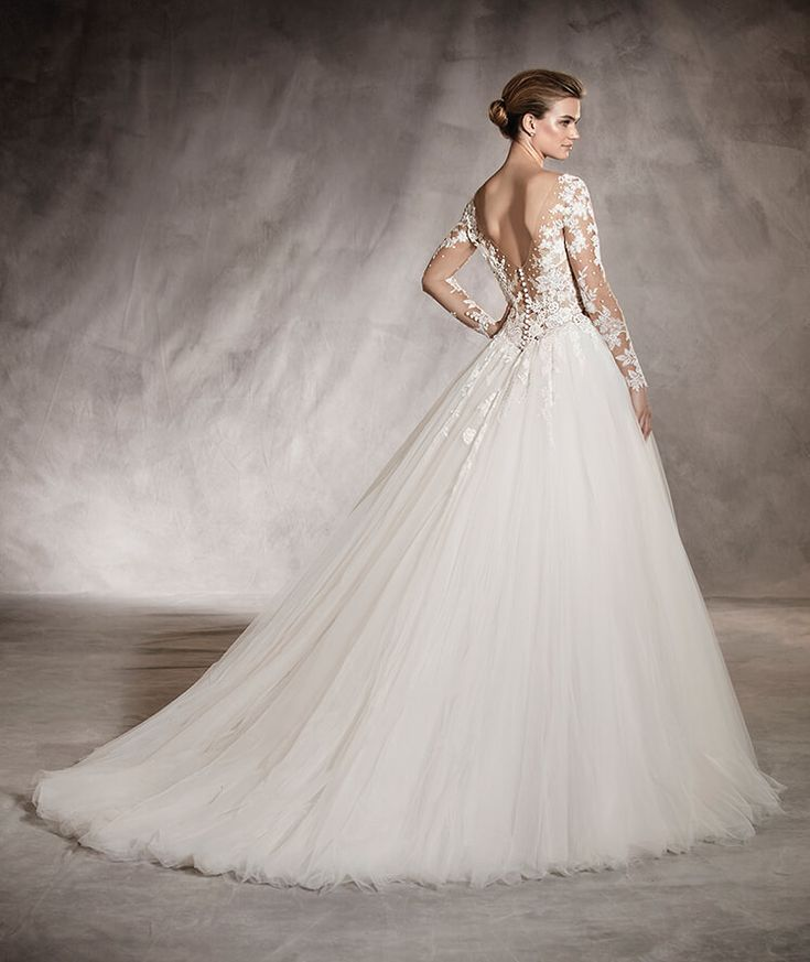 60 best Pronovias Collection images on Pinterest   Homecoming ...