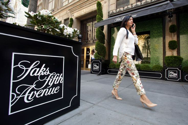 Joel Warren, co-founder of celebrity hair salon chain Warren-Tricomi, is launching a new salon concept with Saks Fifth Avenue. The partnership comes after Saks split with former salon partner John …