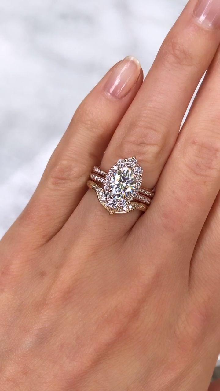 ・SOFIA・ Oval Moissanite, Diamond Halo (1.93ct) Engagement and Hochzeitskleid