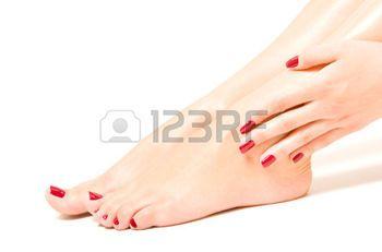 piedi sexy: Bei piedi femminili e le mani con smalto rosso
