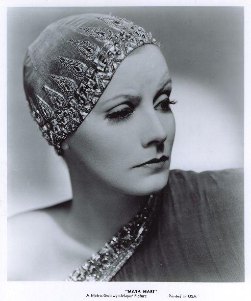 """Недавно, разглядываяфотографии шляпки Скарлетт из фильма """"Унесенные ветром"""", я удивлялась, что раньше не замечала этих позолоченных куриных лап, которые…"""