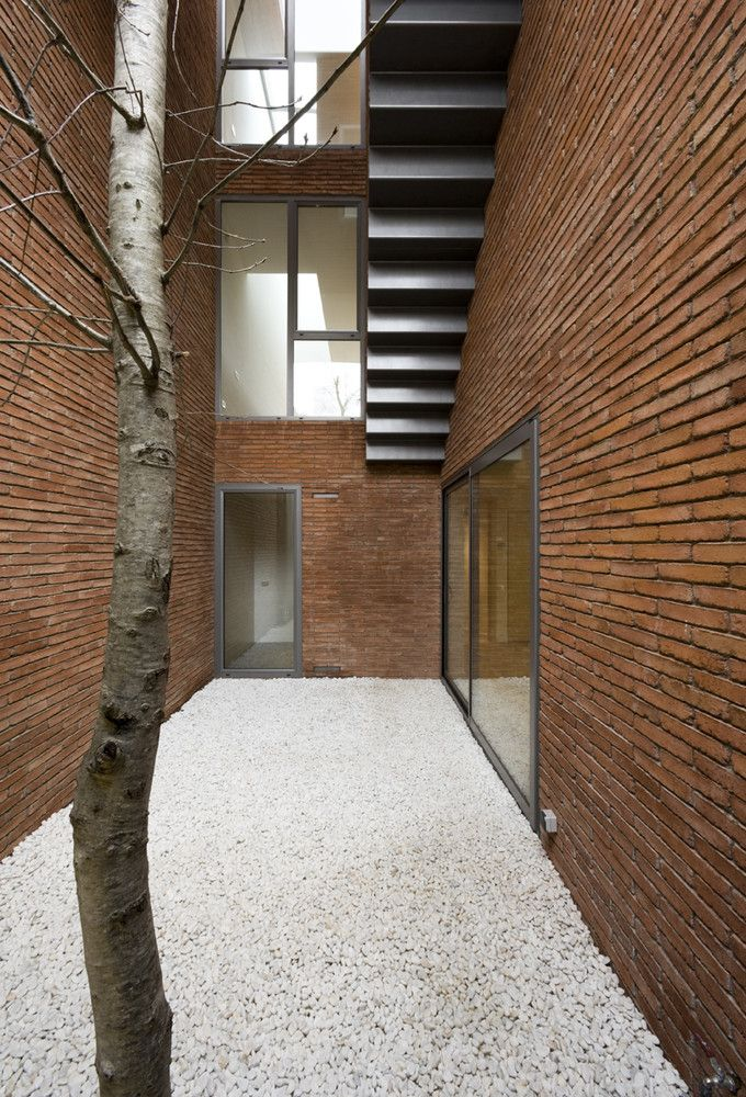 13 Stunning Inner Courtyards,Casa PR / Bach Arquitectes . Image © Lluís Casals