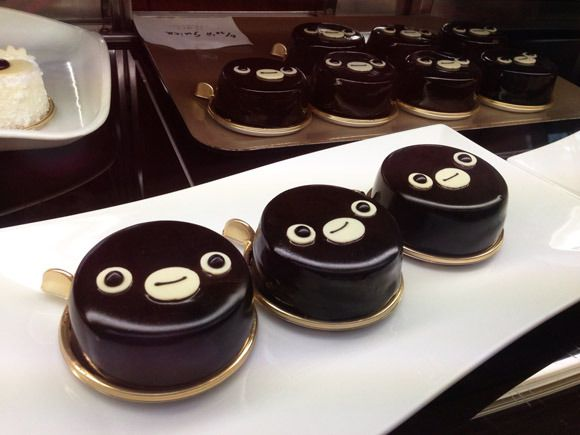 Suica Penguin now a cake  See his face transform as youeat!
