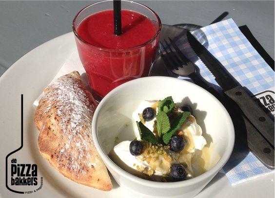 fruitshake, mini calzone grilled veggies, yoghurt #depizzabakkers