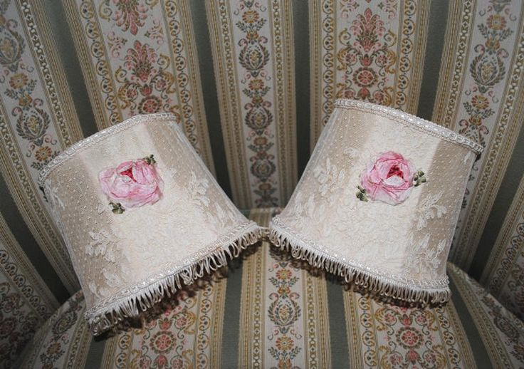 Pair small lace LAMPSHADES PINK ribbonwork ROSES French boudoir charm di villavillacolle su Etsy