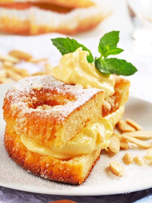 La Torta di albicocche farcita alla crema senza glutine è ancora più gustosa! Albicocche, yogurt, mandorle la rendono delicatissima e raffinata.