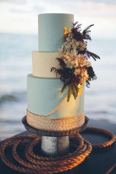 seaside-inspired wedding cake