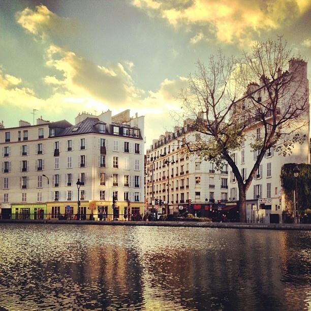 Canal Saint Martin, #Paris #France #parisest #estparisien #grandhotelfrancais #grandhoteldore