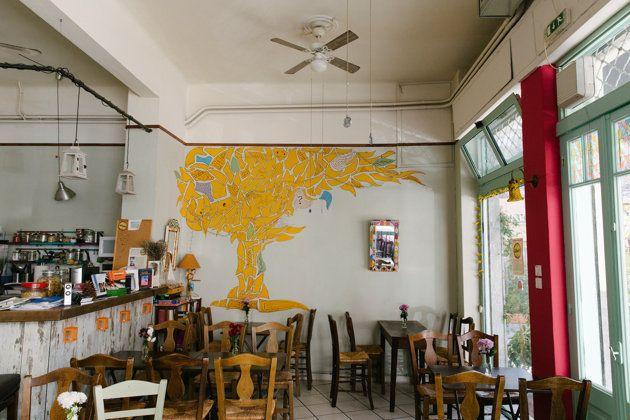 6 άνεργοι άνοιξαν ένα μαγαζί με «τίμιο φαγητό» στα Κάτω Πετράλωνα και κάνουν θραύση – 4 ευρώ το ακριβότερο πιάτο [εικόνες]