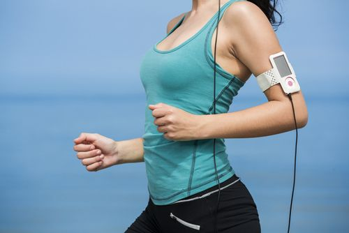 Do serious runners listen to music? Benefits and drawbacks - Competitor.com
