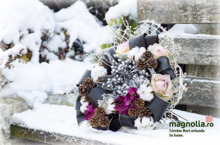 Buchet de iarna cu trandafiri roz si accesotrii