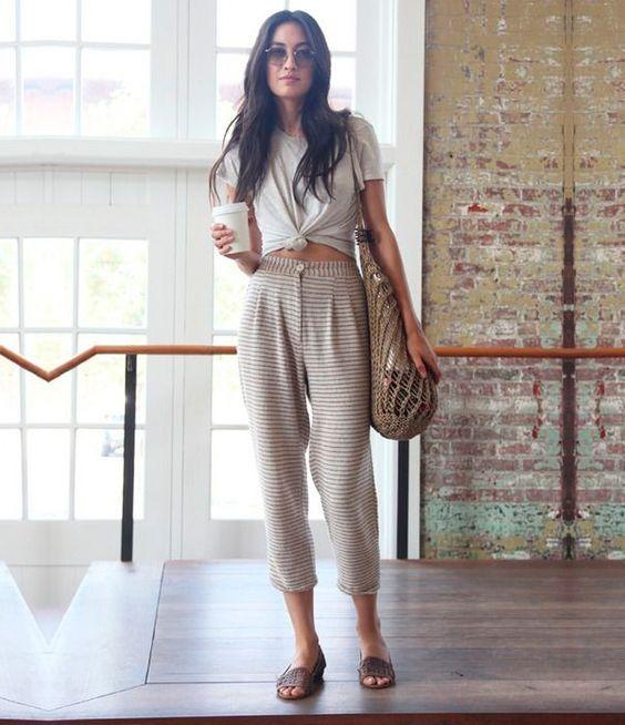 Muitas vezes combinamos algumas blusas com saias, shorts e calças e achamos que a combinação não ficou boa, seja pelo tecido da blusa ou pela dúvida d...