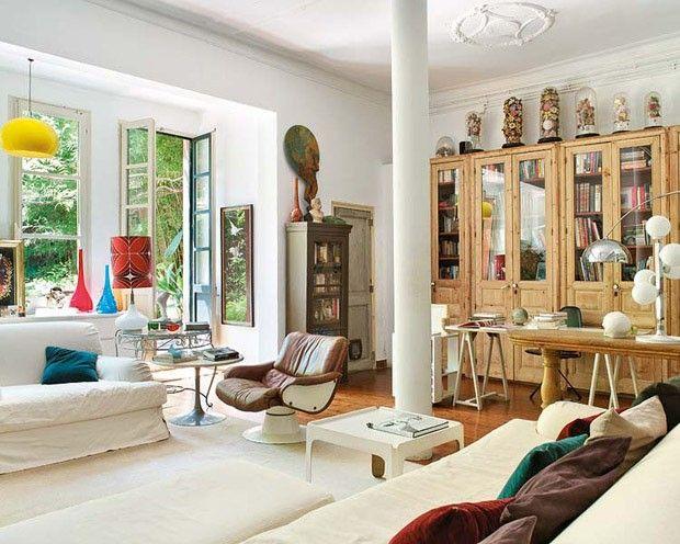 Casa de campo na cidade grande - Plantas e móveis vintage definem morada catalã - Por Casa Vogue | Interiores