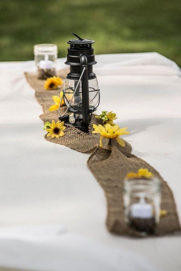 tischdeko hochzeit ideen juteband tischlaufer gaslampe sonnenblumen                                                                                                                                                      Mehr