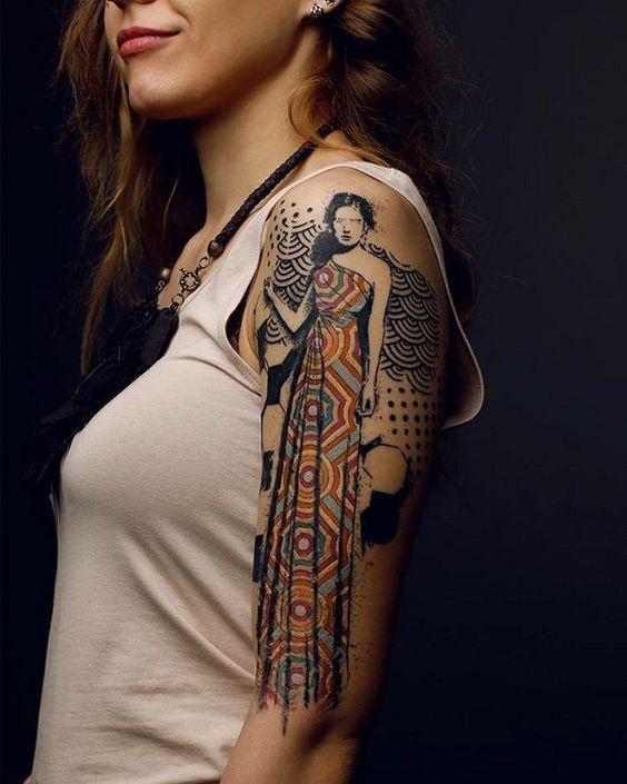 Un personnage tatoué sur le bras