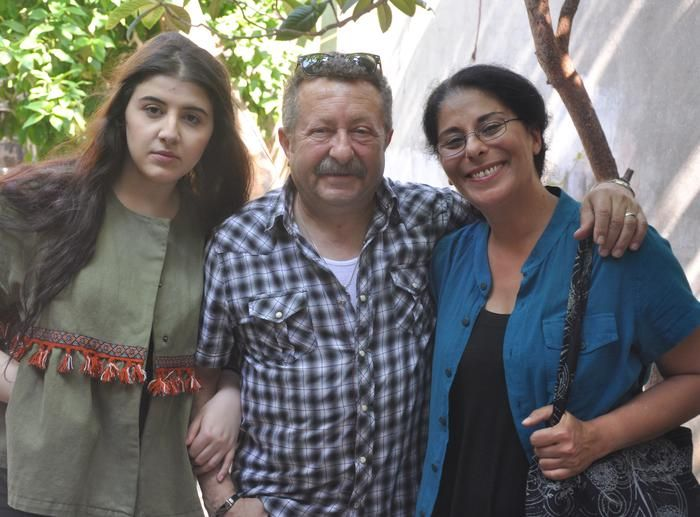 Bindiği minibüste öldürülen ve kadına yönelik şiddetin simgesi olan üniversite öğrencisi Özgecan Aslan, kadına şiddeti işleyen belgesel filme konu oldu. Aslan'ı genç oyuncu Maral Büyüksaraç canlandırdı.