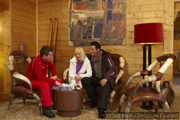 Un décor naturel sublimé par l'intérieur de l'hôtel: le bois, la pierre et le mobilier résolument design impriment à ce refuge une intimité et un confort qui éveillent les sens.