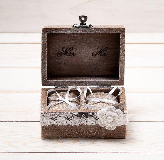 Ehering Box Ehering Inhaber Ring Kissen Träger-Box mit Shabby Chic Rose rustikal Scheune aus Holz Sackleinen und Lace Mr und Mrs on Etsy, 23,00€