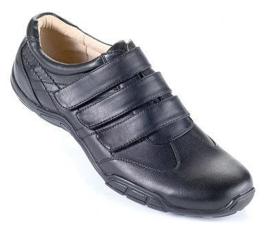 Je vends des chaussures neuves, noires, pour homme.  T42 (ou T43 sur autre annonce).à 8,90€