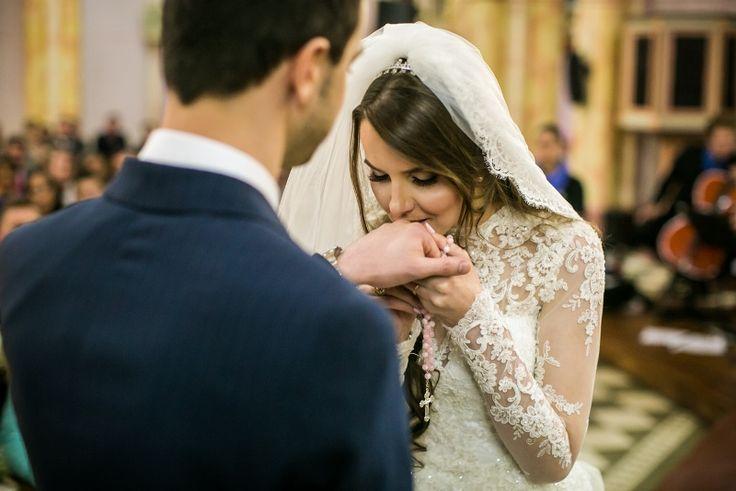 casamento-moderno-foto-milena-reinert-beijo-na-alianca