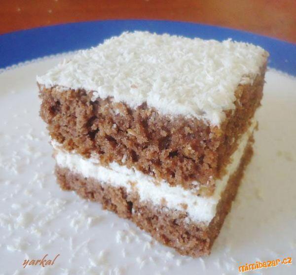Kakaový korpus s bílým kokosovým krémem, vše pokryté vrstvou kokosu a dobře zaležené-vznikne měkký, ...