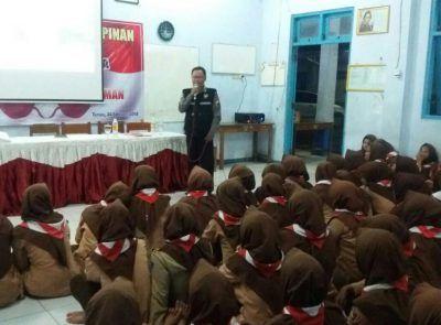 350 Pelajar SMK PGRI 2 Taman Dapatkan Pembinaan Dari Bhabinkamtibmas Kaligelang