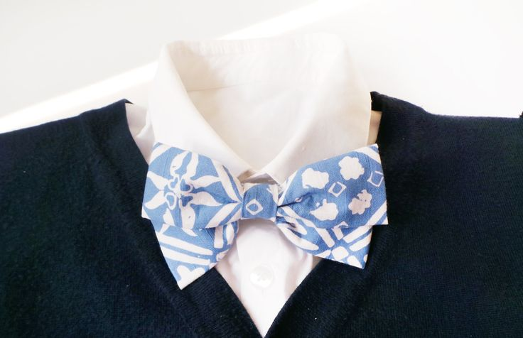 mens bow tie cotton - light blue BATIK bowtie - grooms bow tie - floral bowties - vintage bow tie - adjustable bowtie by Hueynie on Etsy