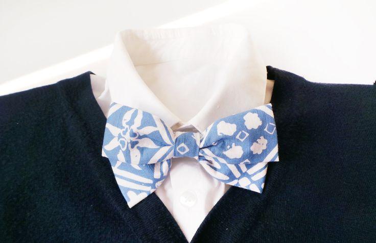 mens bow tie cotton - light blue BATIK bowtie - grooms bow tie - floral bowties - vintage bow tie - adjustable bowtie by Hueynie on Etsy