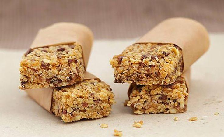 Le barrette ai cereali sono un gustoso e croccante snack per ricaricarsi d'energia in modo sano in qualsiasi momento della giornata.