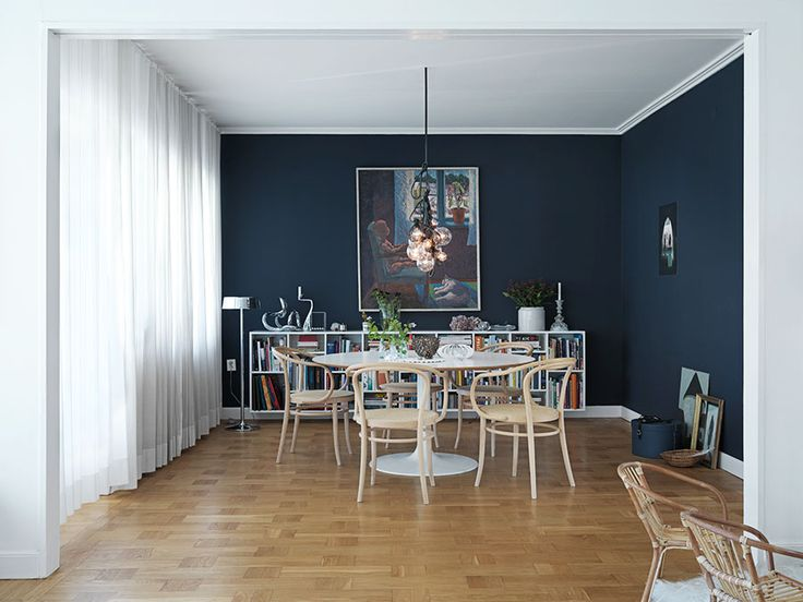 Funkisdröm med magiskt mörkblå matsal