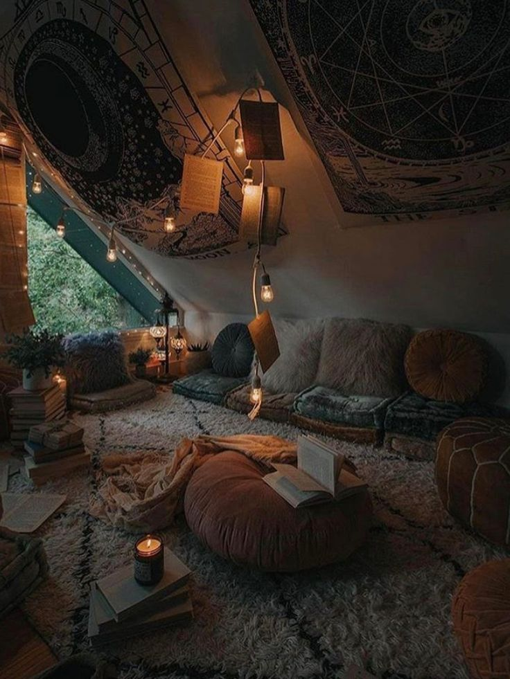 Cozy place… #home #homedecor #decoration #antiqu…