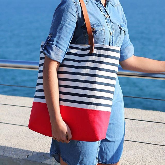 For all the stripes and beach lovers there is not better bag ! Coming soon✌️#turquetahandmade #vscocam #dscolor #dsstripes #handmade #tote #beach #bag #stripes #fashion #denim #craftsposure #etsy #summer #barcelona #handpainting