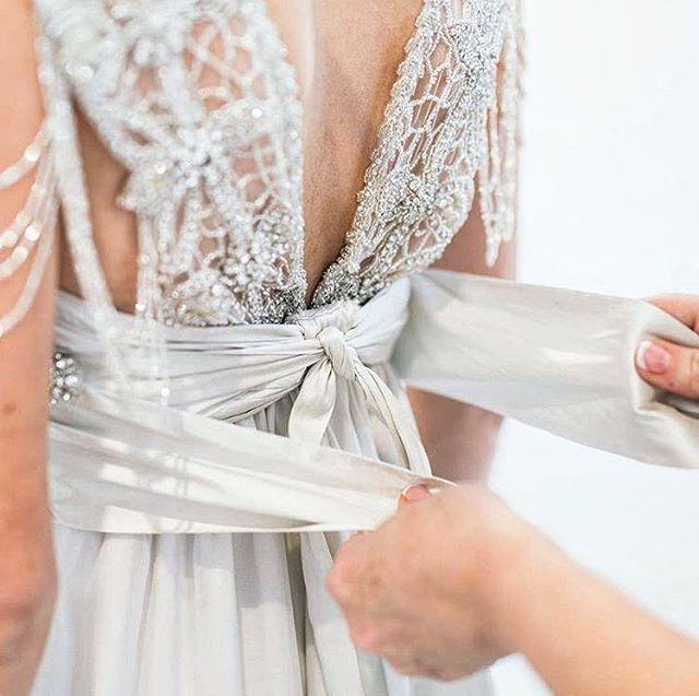 Los vestidos  de @annacampbellbridal son la suma de muchos pequeños detalles que dan lugar a un diseño muy especial... Puedes probártelos en nuestra boutique y desde el lunes la colección al completa en un increíble trunk show!!! . . . . . #wedding #weddings #brides #bridalgown #bridalfashion #savethedate #boda #weddingdress #weddinginspo #weddinghair #weddingphoto #mariage #weddingdresses #weddingtime  #love #madrid #followme #matrimonio #fashions #fashion #bride #weddinginspiration…