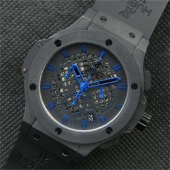 ウブロ ビッグバン  ムーブメント: クォーツムーブメント搭載, 電池交換可能 秒針は触りがよく動いております。 クロノグラフ(ストップウォッチ機能)完全フル稼働 6時位置にスモセコを移行!永久秒針 3時位置時針と同じ動きをする  9時位置30分積算計!クロノ連動 2時位置のボタンを押すと、SW計測を開始、再び2時位置のボタン を押せば計測終了 4時位置のボタンにて針が0の位置にリセット カレンダー早送りは竜頭で行えます カレンダーは深夜11時から12時に自動的にチェンジします ケース&ベセル:最高級ステンレス使用 【ステンレスに6個のH型鏡面仕上げフラット・シェイプ(専用工具で外す可)】 ベルト:最高級ラバーベルト使用 バンドをセットすると輪になりますので、装着時が非常に楽です。 竜頭:非ネジ込み式 インダイヤルにレコード盤のような溝とスロープ(段差)はあります。 風防:硬質クリスタル使用 ハック「全開放停止」機能 専用バックル搭載  各所に詳細な刻印が綺麗に刻まれています。 重量約:120グラム ケース直径:約44ミリ (リューズ除く) 厚さ:約15ミリ 防水:日常生活防水…